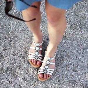 Earth Seaside White sandals - NIB